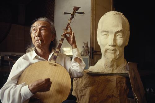 """Hồ Chí Minh's Personal Sculptor,"" 1990"