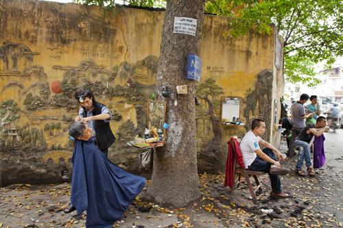 """""""Barber, Hanoi,"""" 2014"""